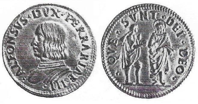 E' di estrema rarità, questo doppio ducato ferrarese opera di Giammatteo da Foligno, con ritratto imberbe di Alfonso II (oro; mm 26; g 6,95)