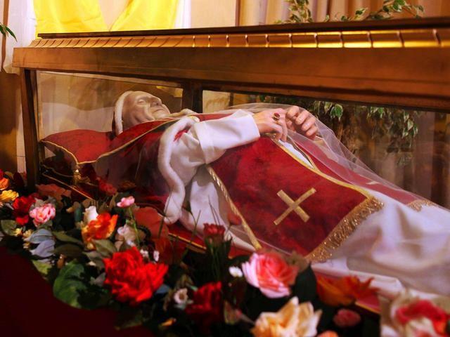 La teca con i resti mortali di san Giovanni XXIII, al secolo Angelo Giuseppe Roncalli