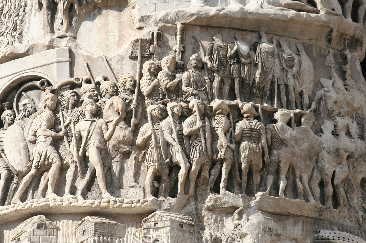 Militari romani in marcia, scolpiti sulla Colonna di Marco Aurelio a Roma