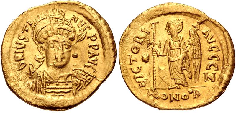 Solido di Giustino I con la raffigurazione tradizionale della Vittoria (oro, g 4,38; mm 20; h 6)