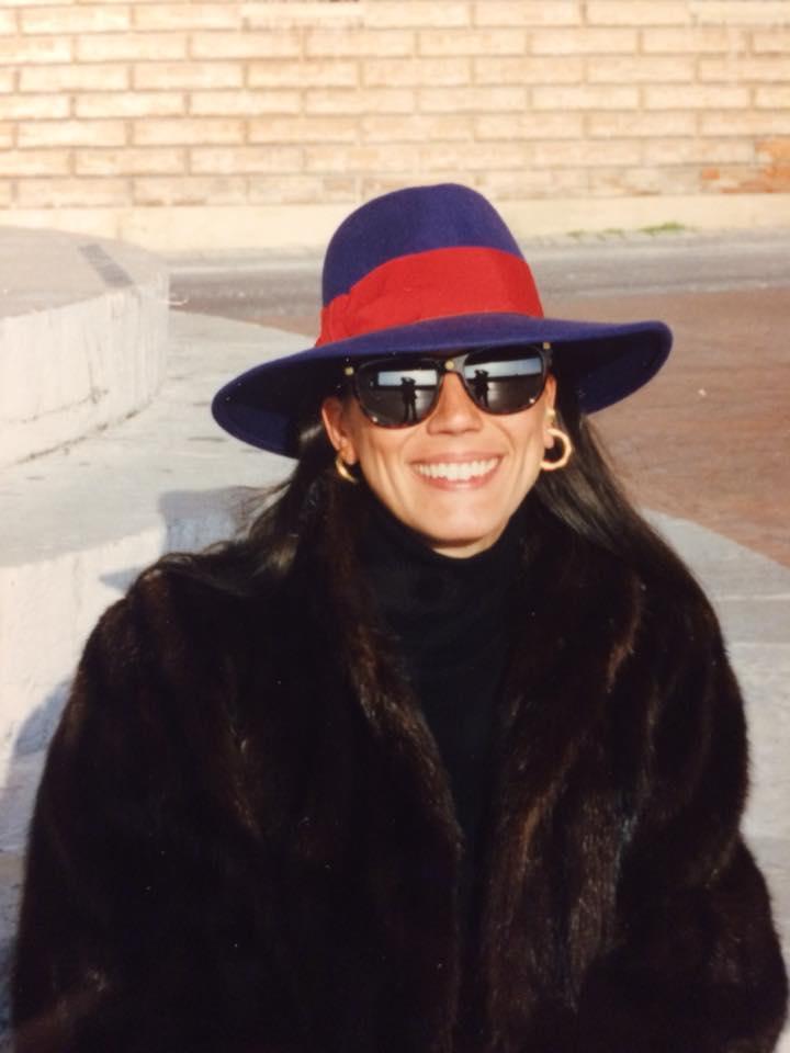 La scultrice Loredana Pancotto, autrice di numerose monete e medaglie
