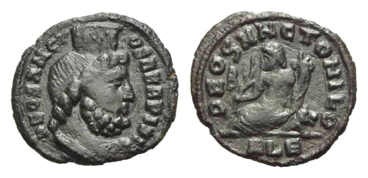 Bronzo anonimo (g 1,01) coniato ad Alessandria sotto Massimino Daia: al dritto il profilo di Serapide, al rovescio il Nilo con in mano il capo della divinità e una cornucopia