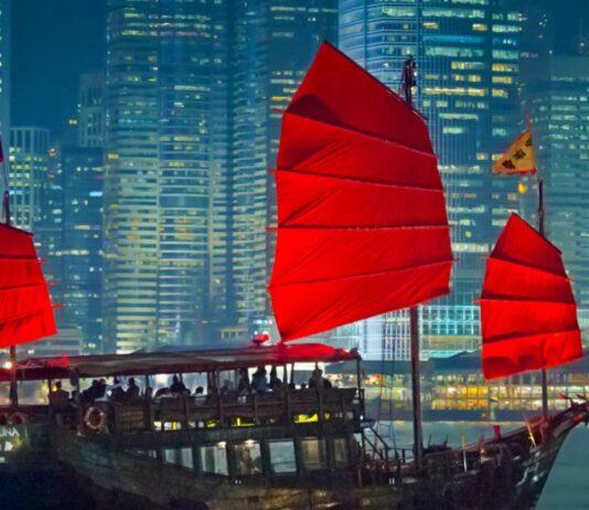 Ai nastri di partenza cinque (per tre) nuove banconote di Hong Kong