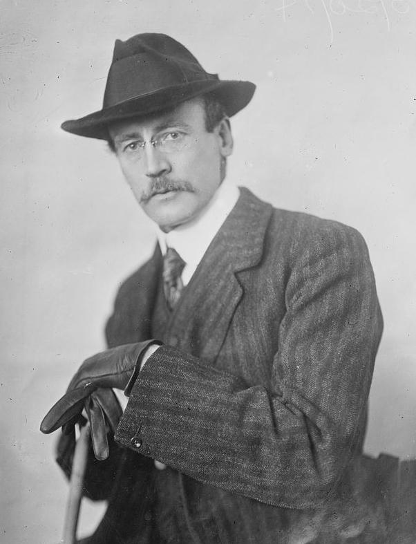 L'artista Robert Tait McKenzie, autore dei modelli della medaglia su disegni dello stesso Fields