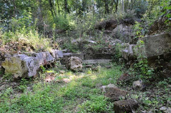 Ciò che rimane della zecca di Castro, poche rovine nel parco archeologico istituito dove un tempo sorgeva la capitale del Ducato