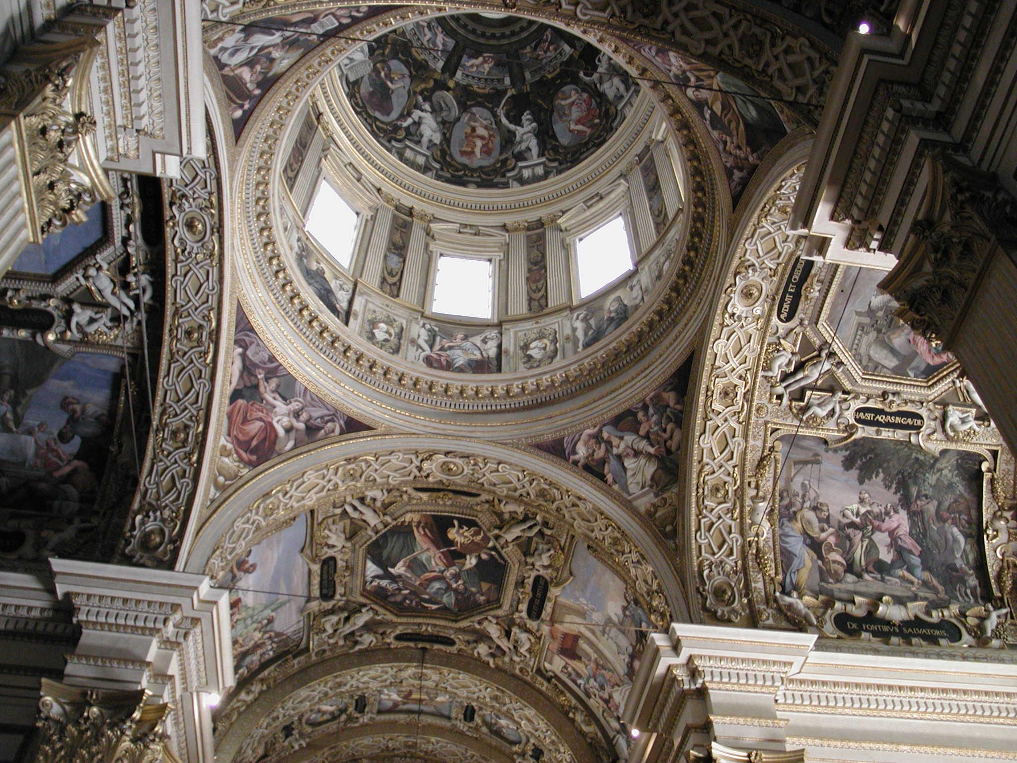 Il maestoso interno affrescato della basilica modenese della Ghiara