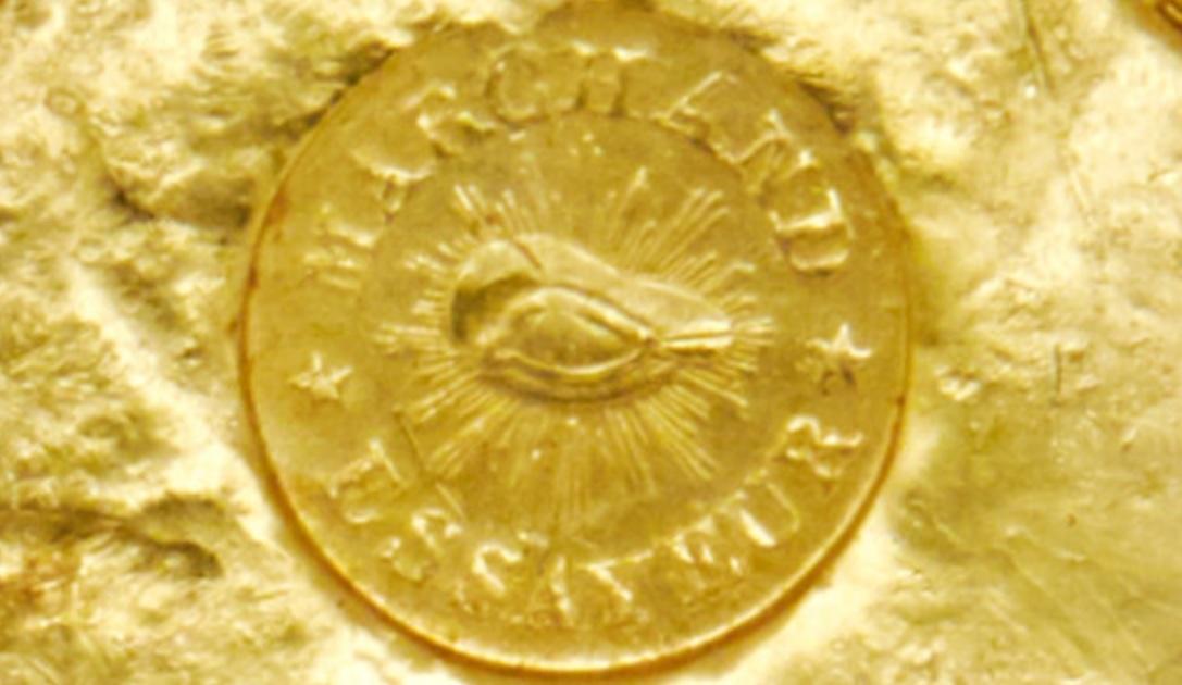 L'emblema della società di raffinazione Marchand & Co. impresso su uno dei lingotti