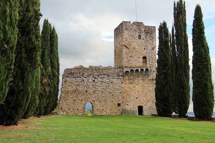 Ciò che resta del castello dei conti Guidi a Romena, in provincia di Arezzo
