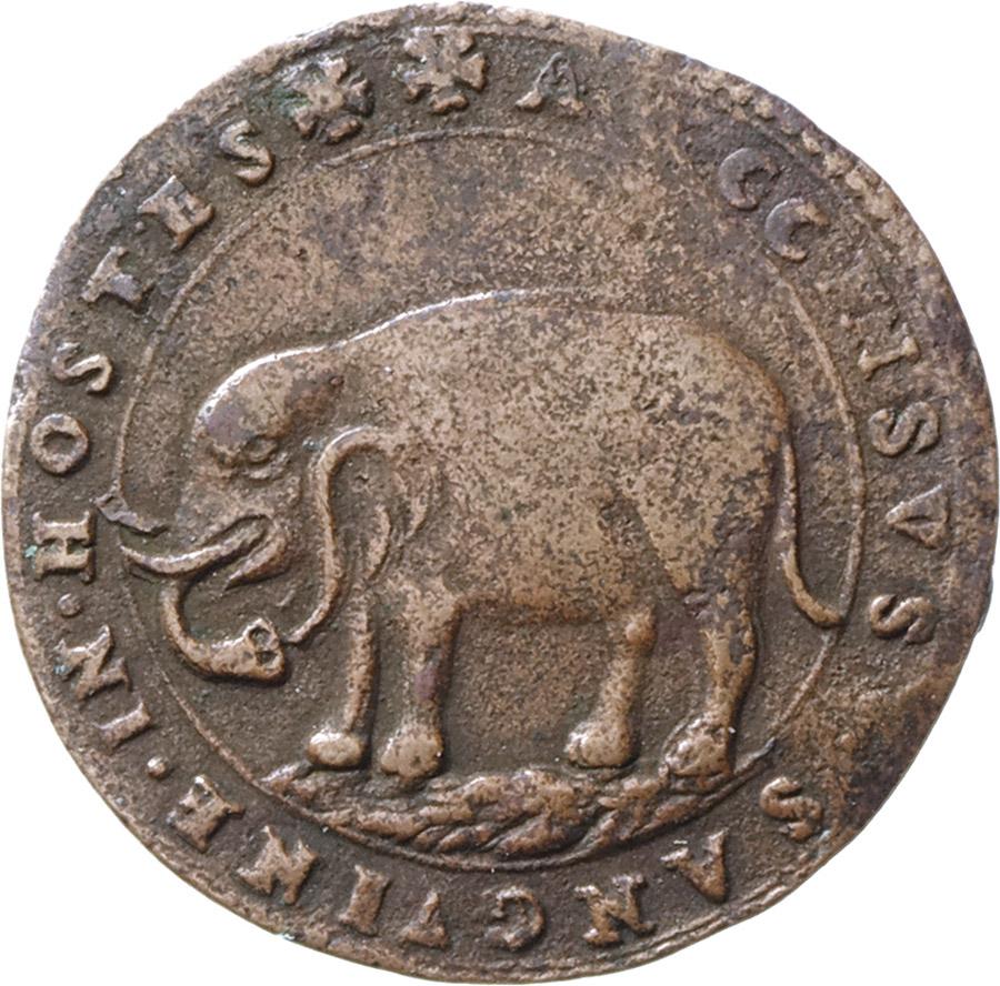 Minaccioso, niente da dire, l'elefante impresso sul rovescio di questa rarissima moneta mantovana