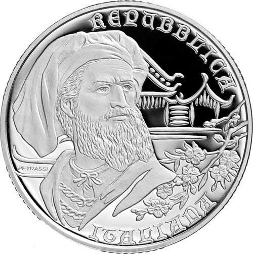 Caratteri onciali, decori dal sapore d'Oriente e un fiero ritratto di Marco Polo al dritto della 10 euro d'Italia