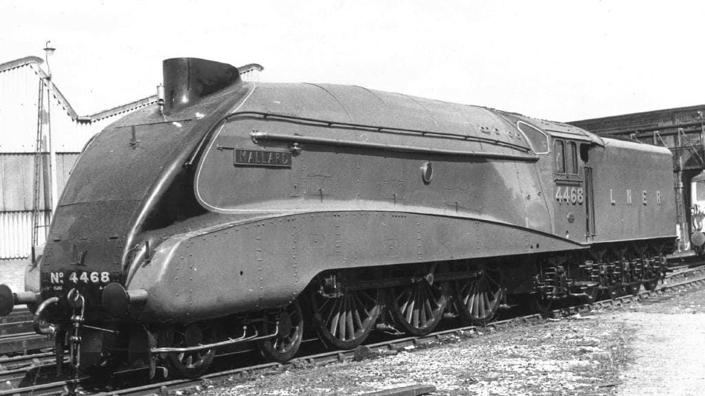 La locomotiva a vapore matricola 4468