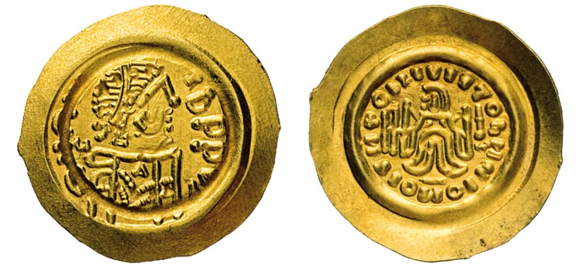 Tremisse longobardo anonimo a nome di Maurizio Tiberio (582-602), coniato in oro da zecca non precisabile