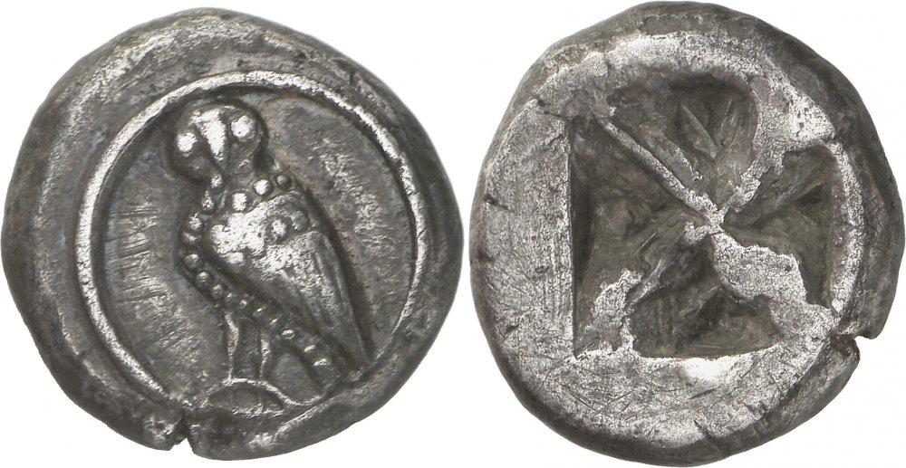 """Altro esemplare di didracma di Atene della serie """"araldica"""" con civetta e quadrato incuso"""