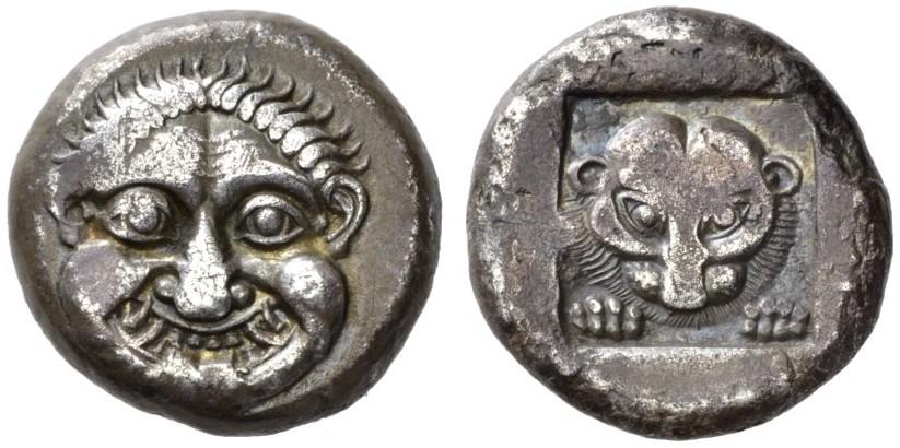 Databile tra il 520 e il 510 a.C. la tetradramma in argento con la Gorgone al dritto e la pantera (o leone?) nel quadrato del rovescio è il primo esempio di moneta di Stato ateniese