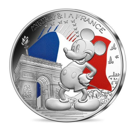 Topolino sotto l'Arco di Trionfo riceve l'omaggio della Patouille de France