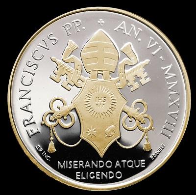 Risplende d'oro l'araldica di papa Francesco sui 5 euro proof per san Paolo VI