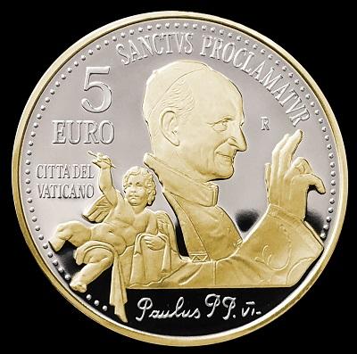 Un papa Montini benedicente e un cherubino si distaccano dal fondo argento a specchio del rovescio