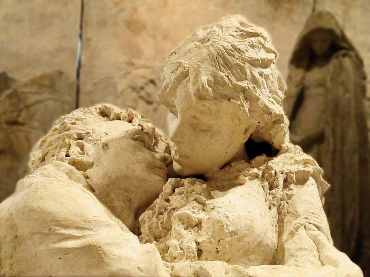"""""""Gli amanti"""" di Leonardo Bistolfi esposti nella gipsoteca dedicata all'artista a Casale Monferrato"""