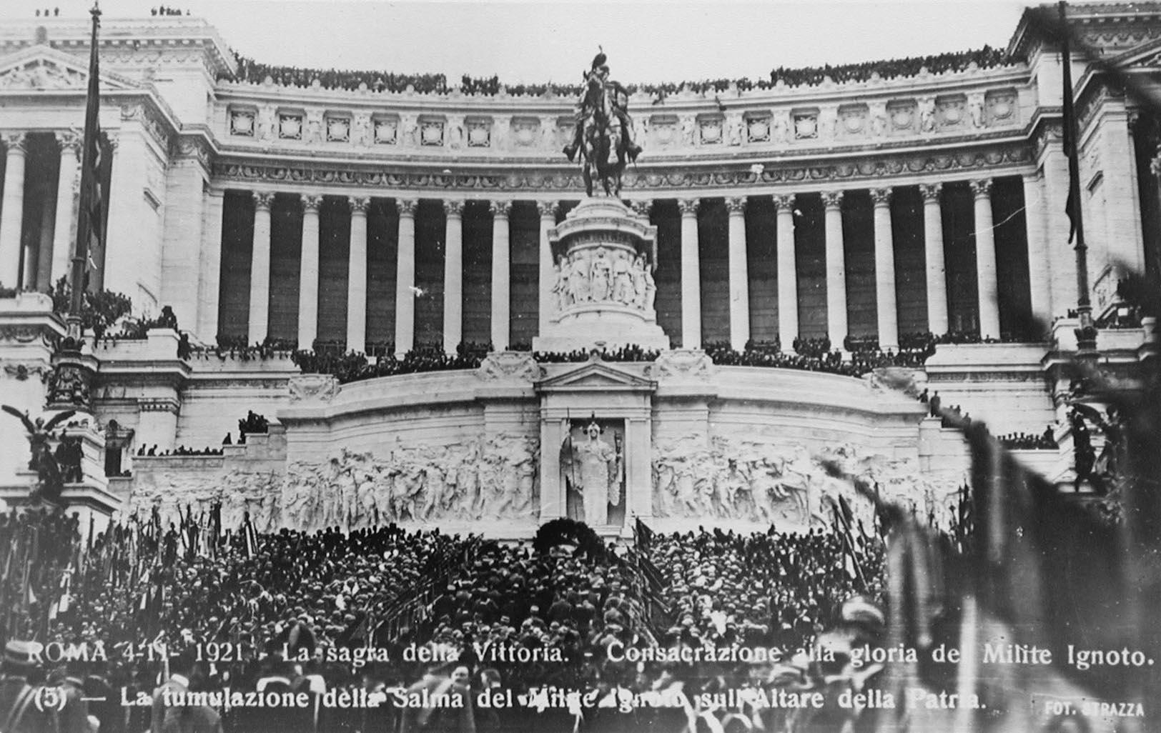 Fig. 3 | Cartolina ricordo del 4 novembre 1921: la tumulazione del Milite Ignoto al Vittoriano in Roma