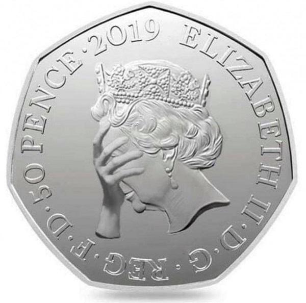 Una delle versioni umoristiche della moneta per la Brexit. Ovviamente, mai un simile ritratto di Elisabetta II uscirà dalle presse della Royal Mint...