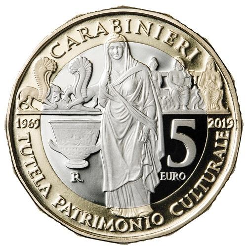Alcuni dei reperti più belli del nostro patrimonio recuperati sai Carabinieri per la cultura campeggiano sul rovescio della 5 euro dedicata al TPC
