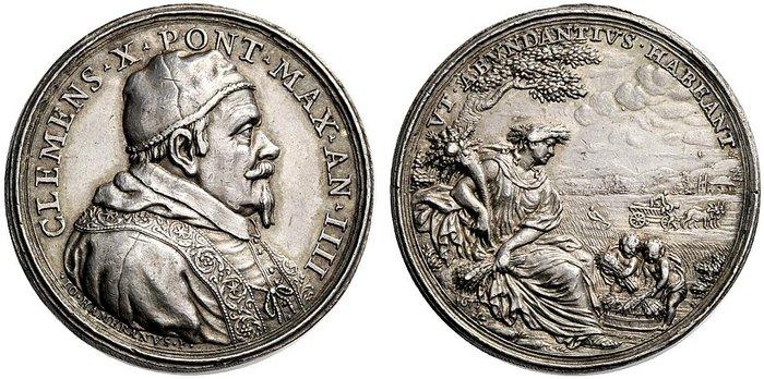 L'Anno Santo 1675 si avvicina e papa Altieri inizia a predisporre le scorte di frumento con ampio anticipo: su questa medaglia in argento (mm 34) Cerere sorveglia il raccolto