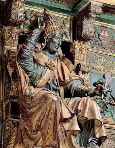 La sfarzosa tomba in bronzo di Innocenzo VIII in San Pietro realizzata da Antonio Pollaiolo tra il 1492 e il 1498