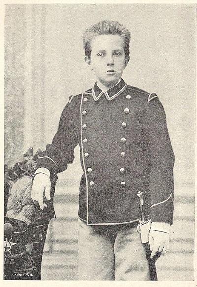 Vittorio Emanuele bambino, intorno al 1880, in uniforme militare