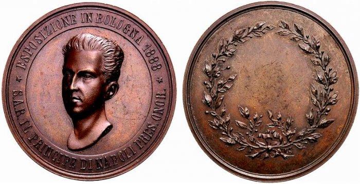 Il principe di Napoli su una medaglia premio coniata a Bologna nel 1888: il ritratto è all'età di 19 anni