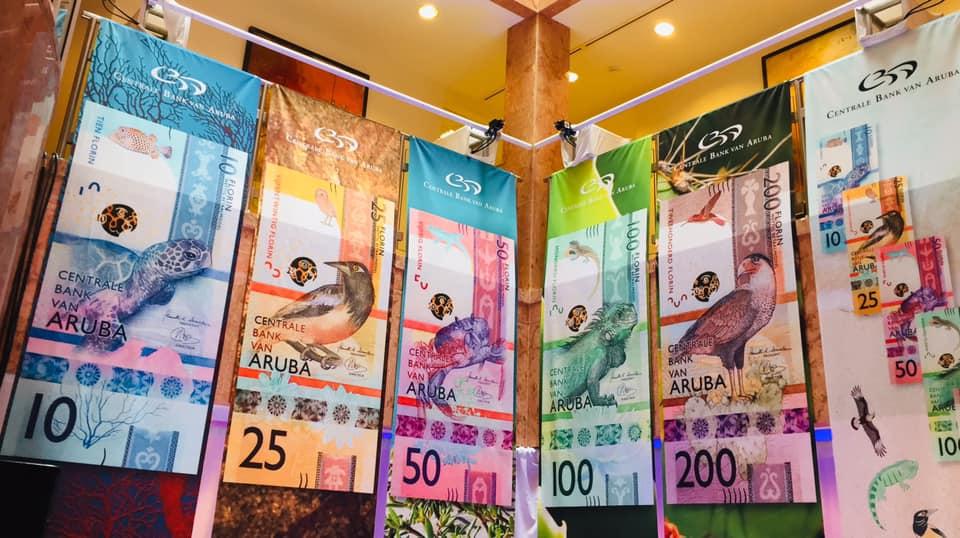 La scenografica presentazione della nuova serie di banconote di Aruba
