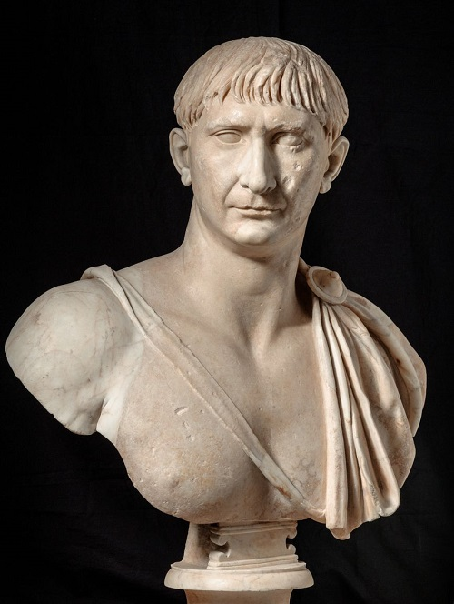 Busto in marmo dell'imperatore Traiano dai Musei Capitolini, Roma