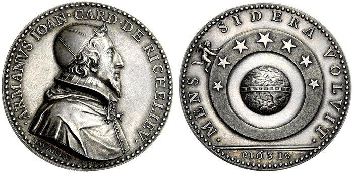 Riconio del 1930 della medaglia di Warin del 1631 per Richelieu (argento, mm 53,2 per gr 78,6): da notare il motto MENS SIDERA VOLVIT al rovescio, specchio della volontà e della forza del cardinale