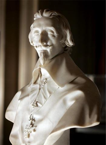 Il busto in marmo di Richelieu scolpito da Bernini nel 1640-1641 e conservato al Louvre di Parigi