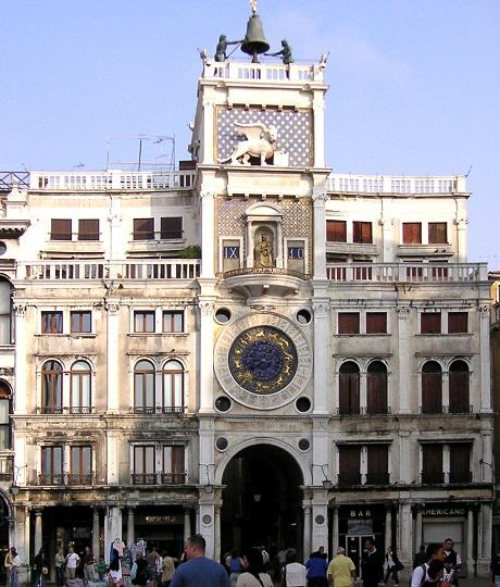 La Torre dell'Orologio in Piazza san Marco a Venezia, capolavoro di tecnica e d'architettura