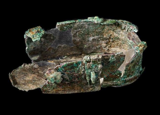 I resti del contenitore che custodiva il gruzzolo di fine XV secolo