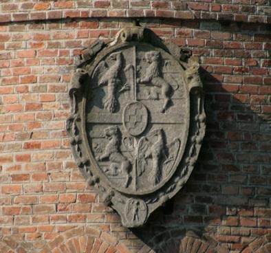 Lo stemma della famiglia Pico sulle mura del Castello di Mirandola