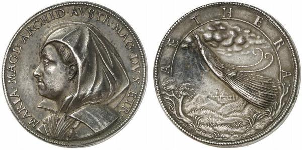 Risale al 1621 l'ultima medaglia del Mola eseguita a Firenze: è questa con Maria Magdalena con velo vedovile e il pavone sul roverscio