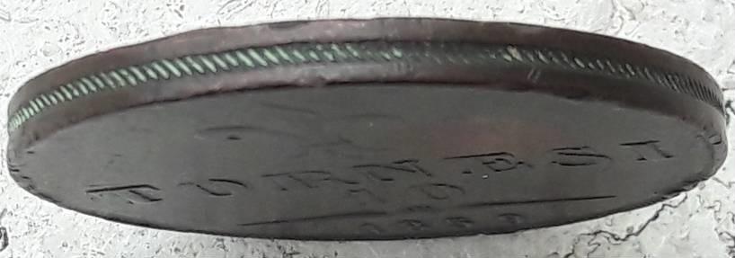 Il taglio godronato a righe obliquee ripetute permette di riconoscere i 10 tornesi romani da quelli coniati a Napoli con la stessa data