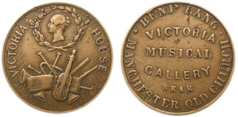 Non porta la firma dell'incisore dei conii la versione in bronzo del gettone per la Victoria Musical Gallery