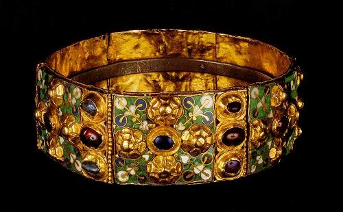 La splendida Corona Ferrea conservata nel Duomo di Monza e con cui venivano incoronati i re d'Italia