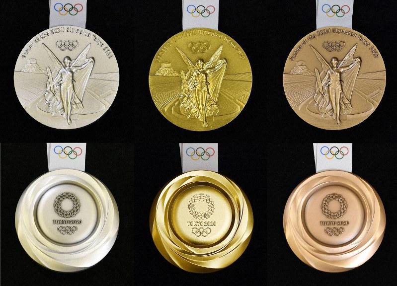 Dritti e rovesci delle medaglie per le Olimpiadi e le Paralimpiadi di Tokyo 2020: ad una faccia classica, il designer ne ha abbinata una modernissima