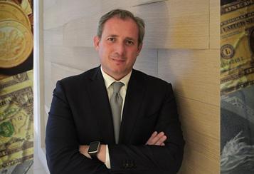 Alex Ricchebuono, esperto di finanza e noto divulgatore nel campo della storia del denaro