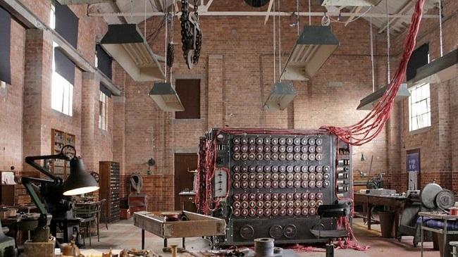 Riproduzione fedele e funzionante di uno dei primi computer usati da Turing per la decrittazione delle comunicazioni belliche naziste