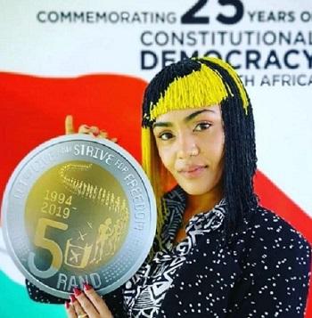L'autrice presenta i 5 rand dedicati al lungo cammino del Sudafrica verso la democrazia
