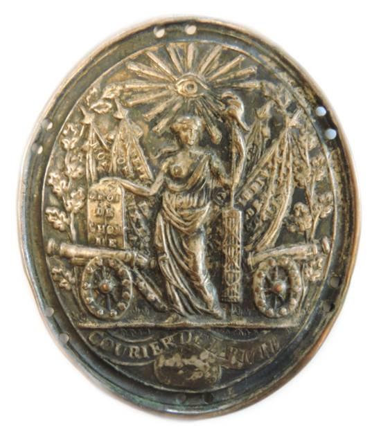 """Un distintivo da """"courier"""" dell'armata francese post rivoluzionaria, prima dell'avvento di Napoleone"""