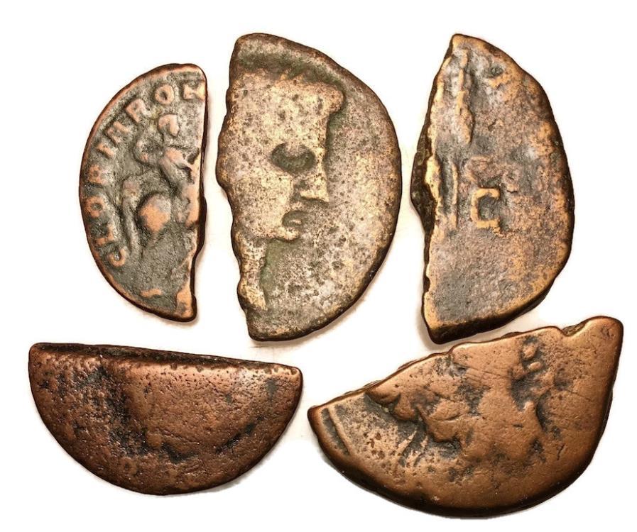 Un altro interessante insieme di frazioni di monete bronzee d'epoca romana