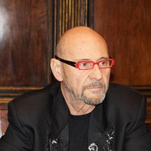 Ha collaborato, fra l'altro, all'allestimento diimportanti mostre con Vittorio Sgarbi il museografo Cesare Bernardi