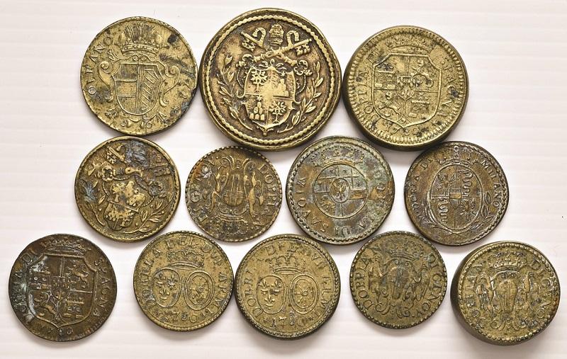 Un lotto di pesi di produzione italiana, relativi sia a monete della Penisola che straniere