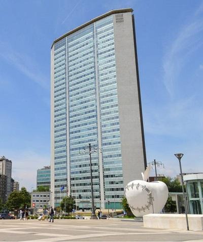"""Il grattacielo Pirelli a Milano, di fronte alla Stazione Centrale, ospiterà la mostra """"Come si fanno i soldi"""""""