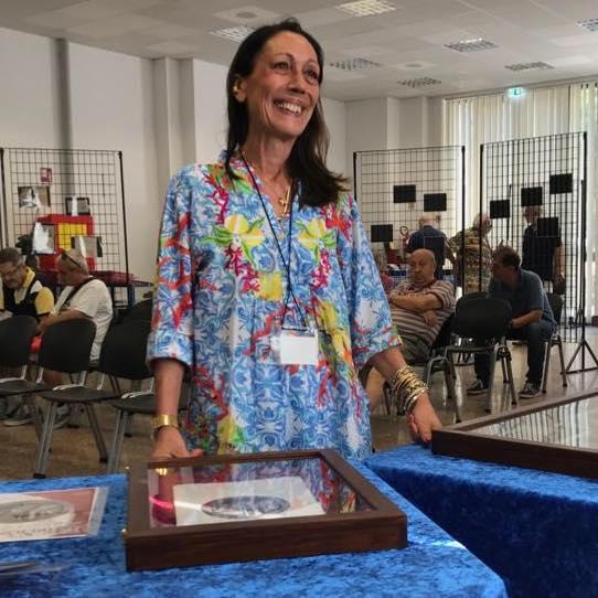 L'artista Loredana Pancotto nel corso della sua personale al Convegno di Riccione del 29-31 agosto scorsi